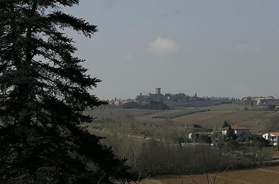 Veduta del Castello di Marciano dalla Villa di Canfoiano