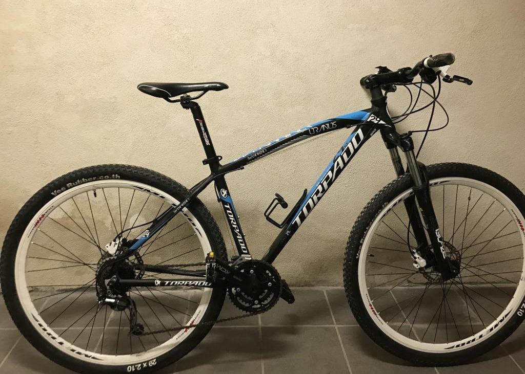 Bicicletta Da Uomo Di Colore Azzurro E Nero Modello Mountain Bike