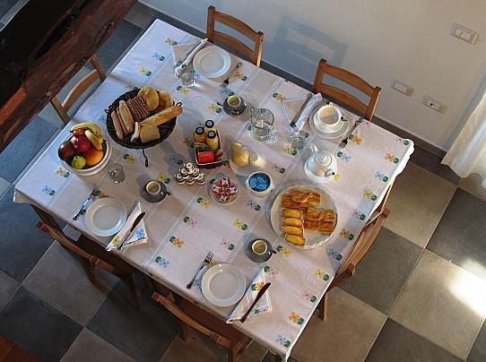 dall alto tavolo l colazione