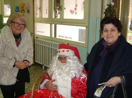 Natale 2013 con la dirigente dell'Istituto comprensivo Adria 1, Laura Cassetta e la fiduciaria di Ricchezze del Po, Luisa Tolu.