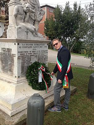 Deposizione della corona di alloro al monumento ai caduti presso la località di Trebbio di Montegridolfo - Si ringrazia la Onoranze Funebri Morgoni di Morciano di Romagna per il gradito omagg