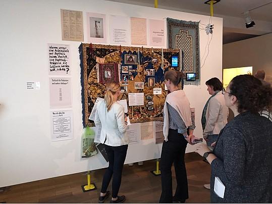 Ausstellung Wand
