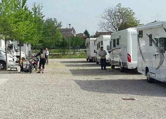 Area Sosta Camper di Pozzolo