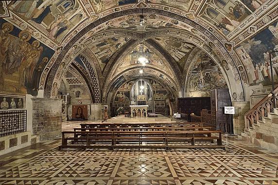 interno-della-basilica-inferiore-di-assisi (2)