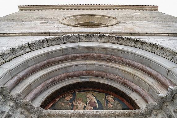 particolare-della-facciata-della-chiesa-di-san-francesco