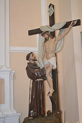 statua con gesu crocifisso