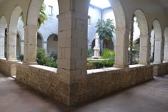 chiostro del convento di santa maria