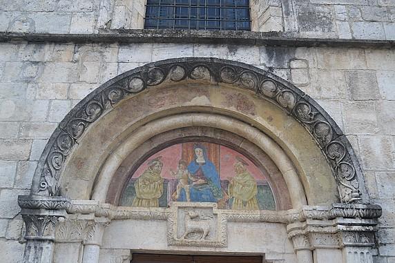 lunetta affrescata della chiesa di santa maria