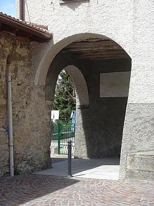 AVIATICO portico antica dogana Via Mercatorum val serian (1)