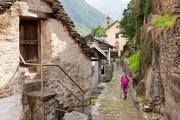 25-Valle Anzasca_Calasca_Calasca Dentro_Strà Granda_3622_LR