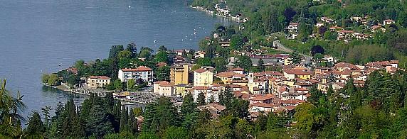 1200px-Porto_Valtravaglia_Panorama